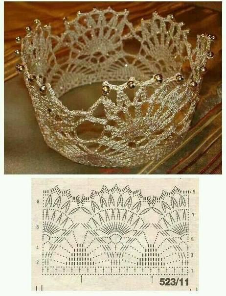 Preciosa corona hecha en ganchillo con abanicos