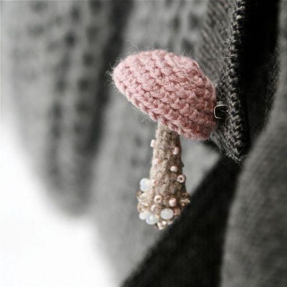 Delicada seta en tonos rosa suave de ganchillo