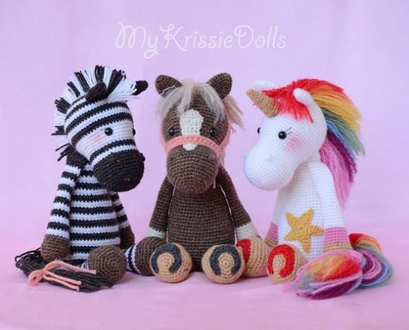 Una cebra, un caballo y un unicornio de ganchillo