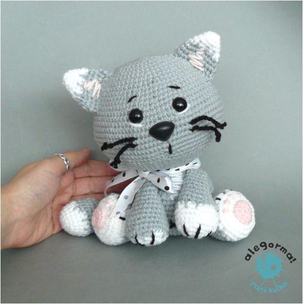 Gatito gris hecho en ganchillo