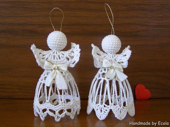Dos angelitos hechos en ganchillo