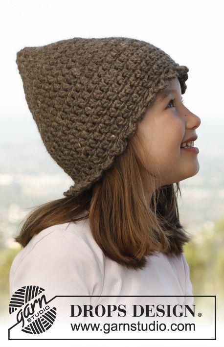 Nena con gorro duende de Drops Design.,